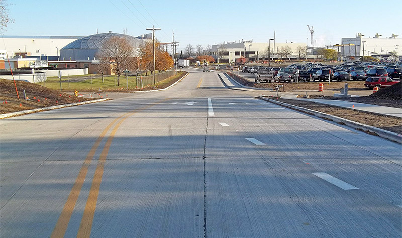 Photo of roadway with right turn lane.